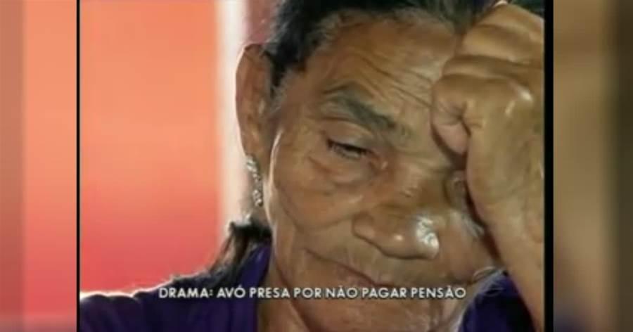 Idosa de 74 anos é presa em Goiás por não pagar pensão alimentícia a netos; Veja o Vídeo